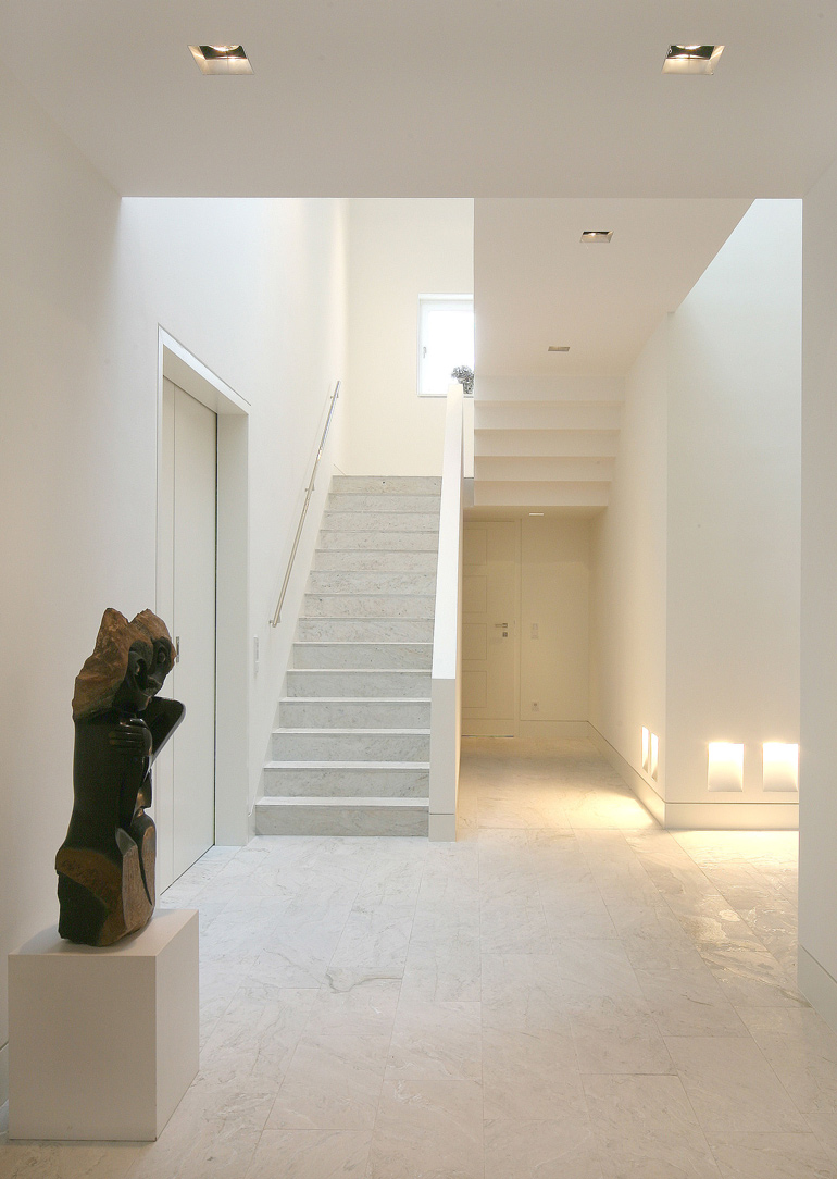 Treppen- und Bodenbelag aus Silberquarzit