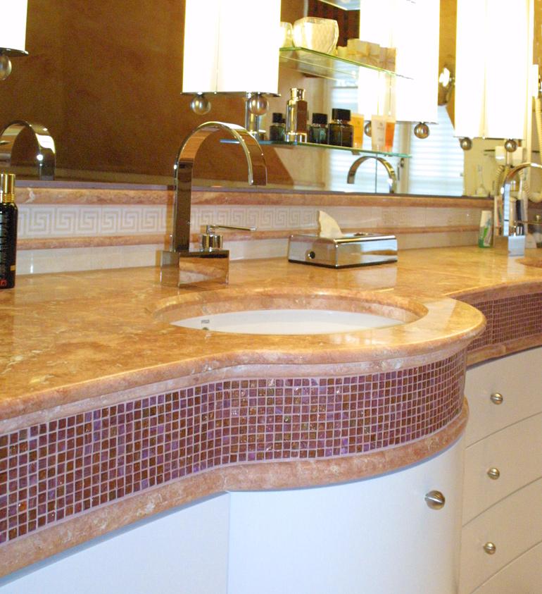 Waschtisch mit Mosaik Einlage