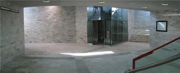 Naturstein: Silberquarzit als Wandbelag und Bodenbelag in einer Unterführung