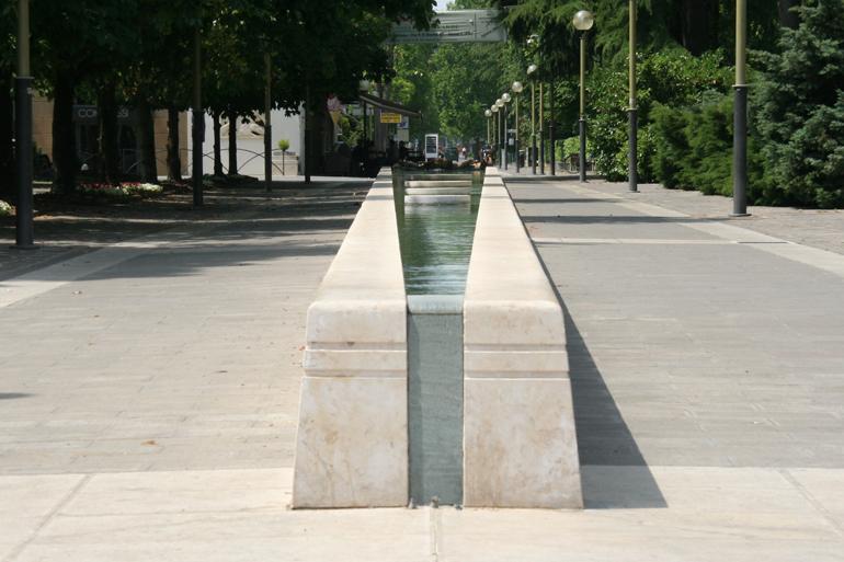 Naturstein, Wasserband, Brunnen