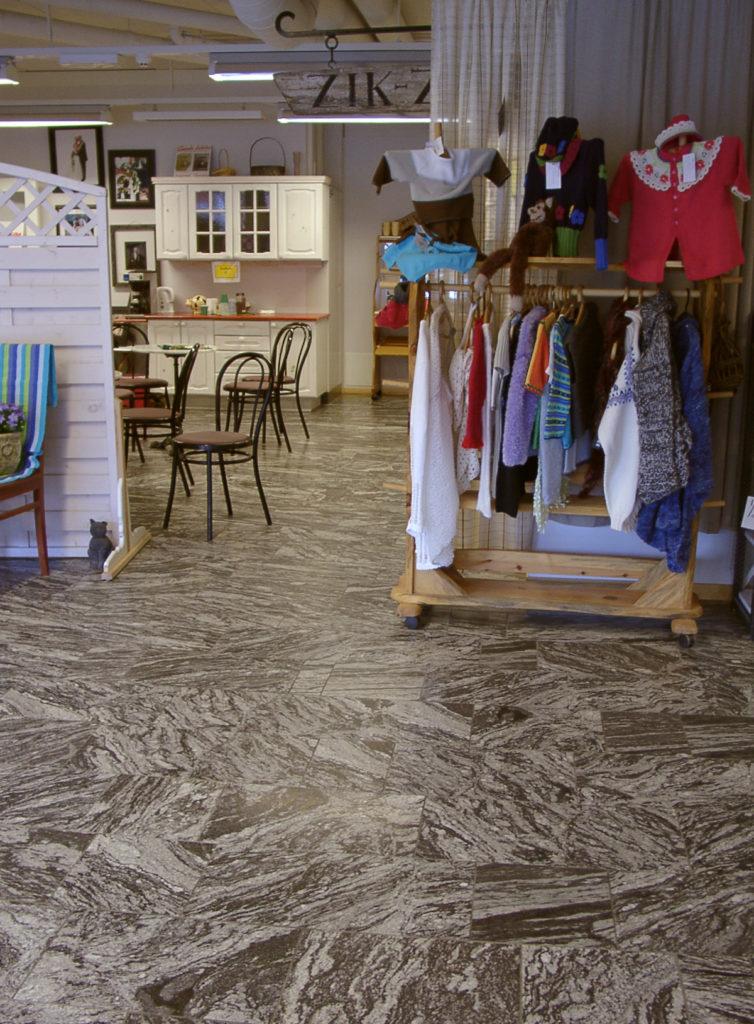 Migmatit in einem Geschäft in Norwegen